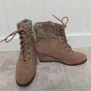So Wedge Boots Tan Size 10
